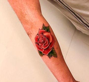 Тату роза на руке мужская