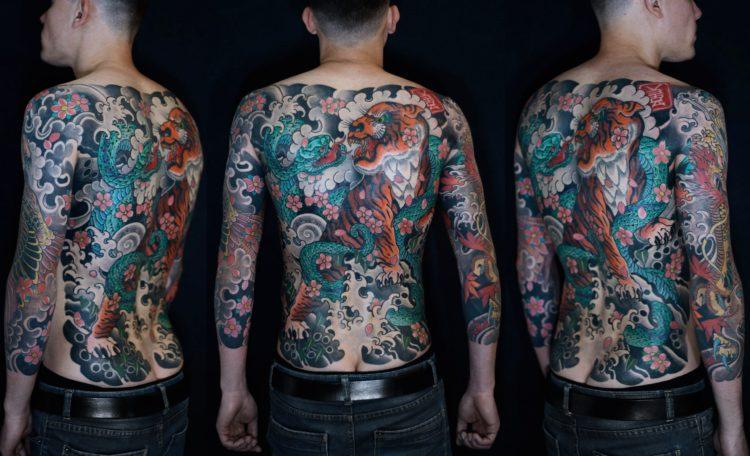 Татуировки в японском стиле на спине и руках