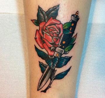 Кинжал с обвитой розой