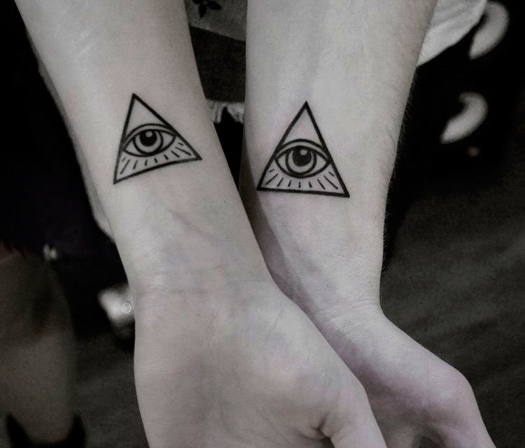 Парная тату глаз в треугольнике