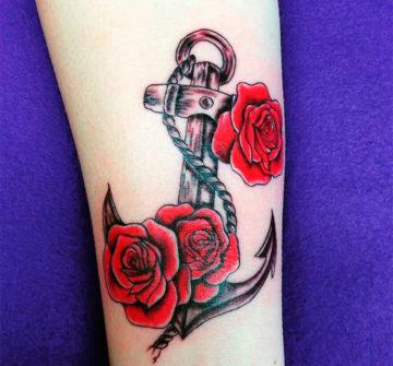 Тату якорь с розами