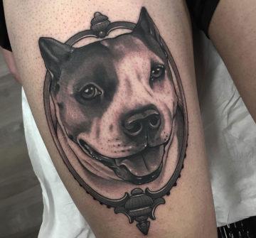 Портрет собаки, тату на бедре