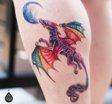 Радужный дракон, тату на голени у девушки