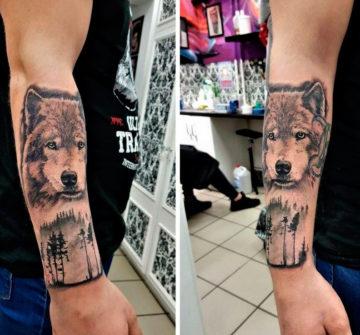 Тату волк и лес на руке