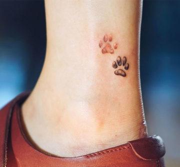 Две лапы тигра, маленькая тату на лодыжке