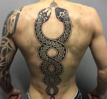 Две змеи, мужская трайбл тату на спине