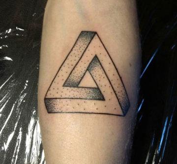 Треугольник Пенроуза, тату на руке
