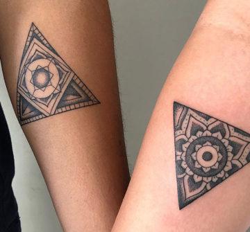 Треугольники, парные татуировки на руках