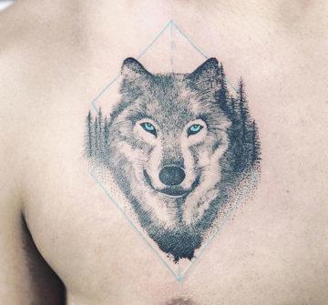 Вол с голубыми глазами, мужская тату на груди
