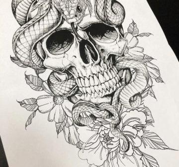 Змея на черепе с цветами