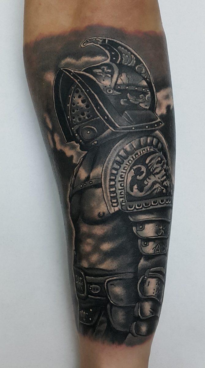 Гладиатор, мужская тату на предплечье
