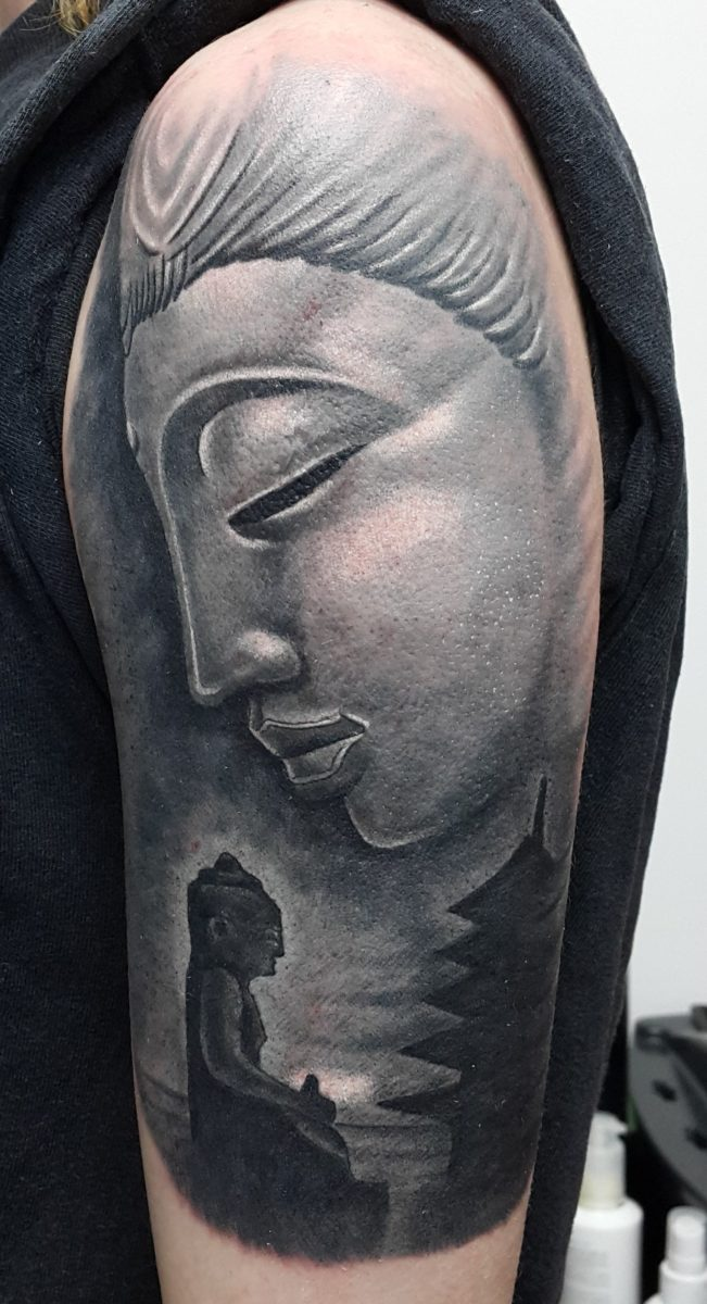 Будда, женская тату на плече