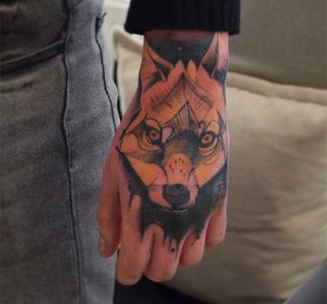 Лиса, мужская тату на кисти руки