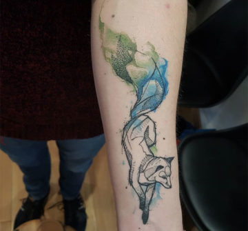 Лиса, тату на руке в стиле геометрия и акварель