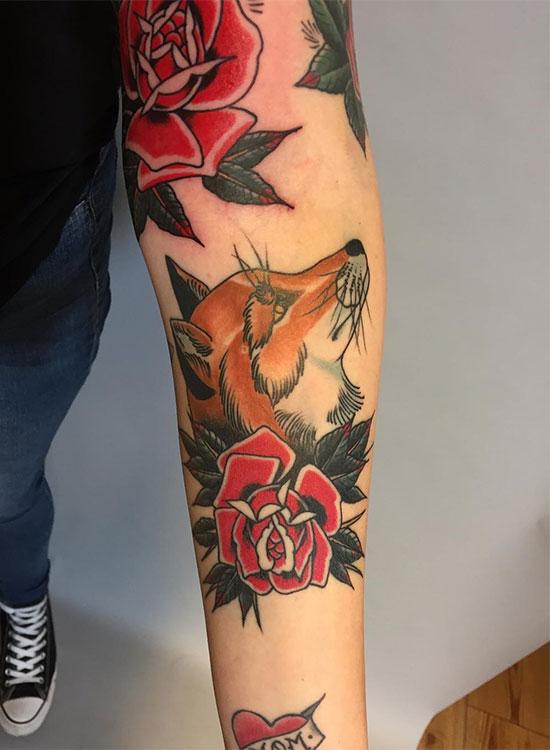 Лиса с розами, тату на руке