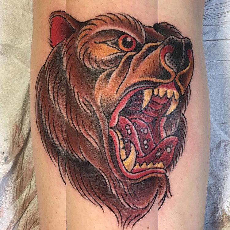 Голова медведя, тату в стиле традишнл