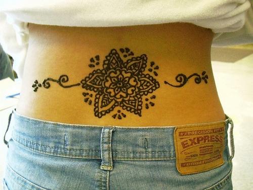 Henna Peacock Tattoo Lower Back: 25 потрясающих татуировок хной
