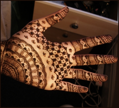 stylish-hand-henna